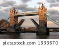 The bridges of the Tower Bridge shining in the western sun rises 1833870