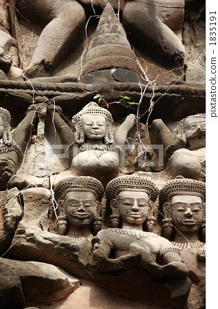Banteay Samre's gable 1835191