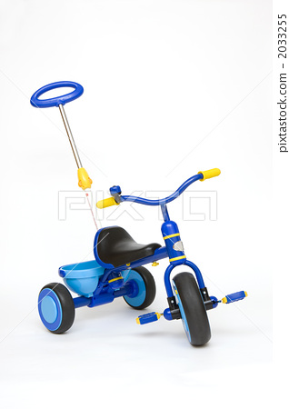 A tricycle 2033255
