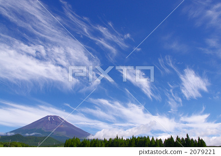 Fuji and clouds in early summer 2079221
