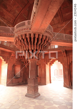 Central pillar of the inner auditorium of Fatehpur Sikri's Court Area 2304346