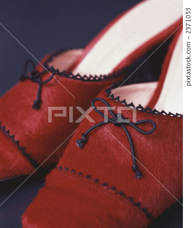 Red shoes 2371053