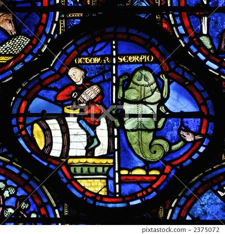 沙特爾大教堂彩色玻璃,黃道十二宮,天蠍座 2375072