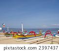 เรือเล็ก ๆ ที่หาดซานูร์ในบาหลี 2397437