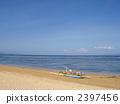 เรือเล็ก ๆ ที่หาดซานูร์ในบาหลี 2397456