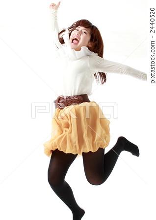 점프하는 여자 2440520