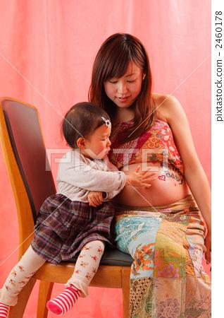 1 세의 언니와 출산 사진 2460178