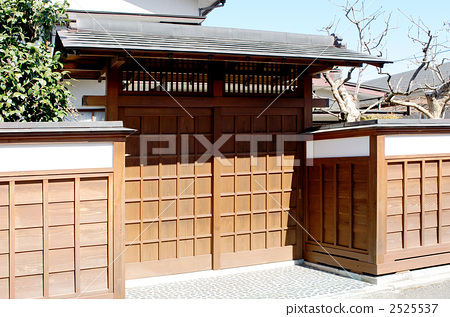 Wooden gates and fences 2525537