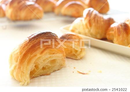 Bread croissant 2541022
