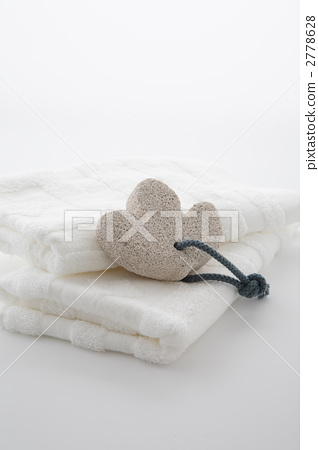 Pure white towel and leaf type pumice 2778628