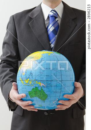 지구본을 가진 사업가 2896213