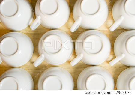 Lots of cups 2904082