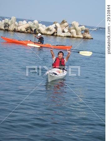 Sea kayaking 2910844