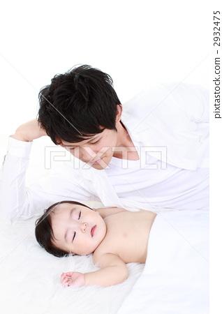 Father who sleeps well 2932475