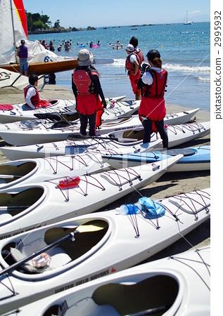 Sea kayaking with women 2995932