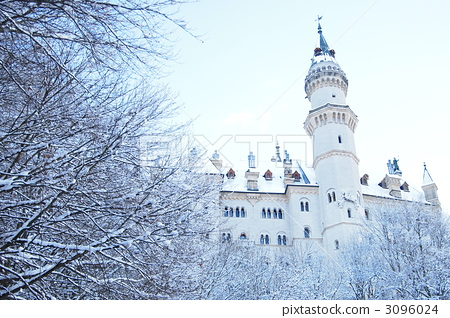 Castle behind the forest 3096024
