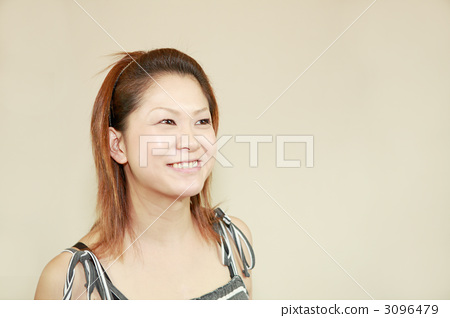A woman smiling 3096479