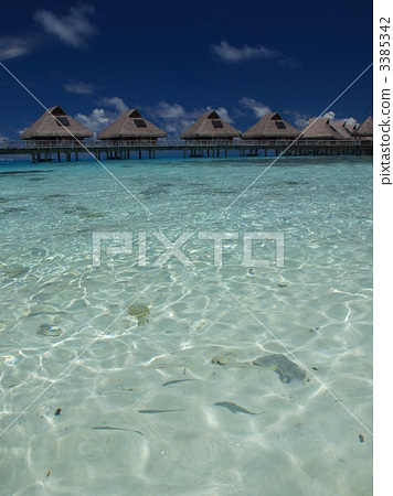 Beach and water cottage 3385342
