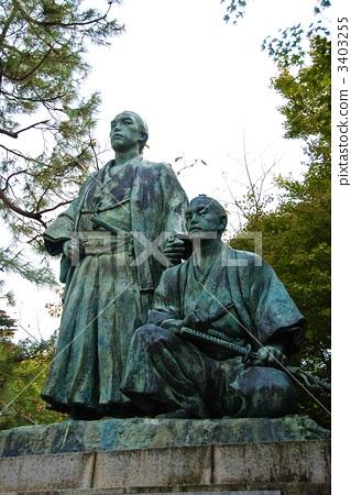 "Statue of Maruyama Park ""Sakamoto Ryoma"" (left) and ""Nakaoka Shintaro"" (right) (Higashiyama Ward, Kyoto City) 3403255"