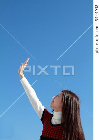 푸른 하늘 속의 미녀 3444958