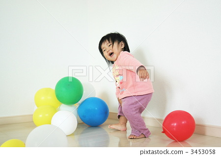 Balloons and girls 3453058