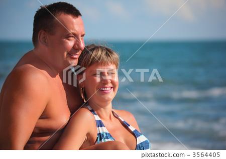 portrait of pair against sea 3564405