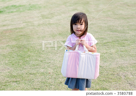 Child with bag 3580788