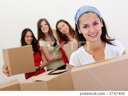 Girls moving 3747400