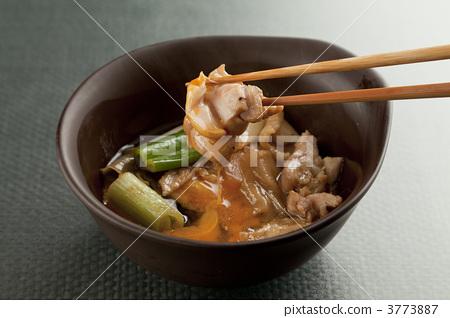chicken skin, white spring onion, grilled tofu 3773887
