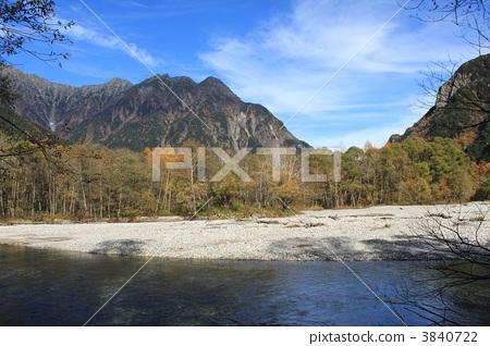 Autumn leaves of Kamikochi 3840722