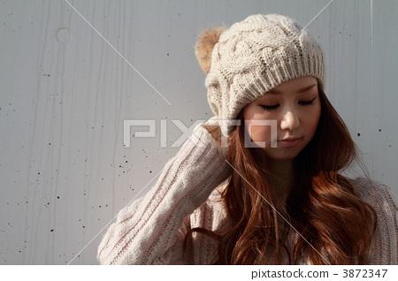 Midwinter beautiful woman 3872347