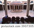 Pray at the King Hussein Mosque 3907305