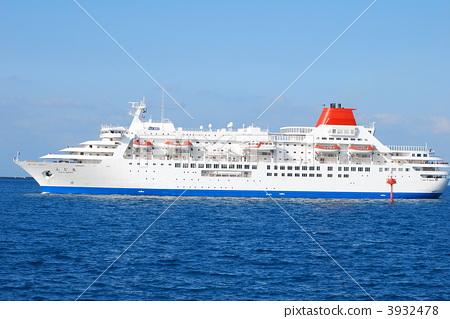 A large passenger ship 3932478