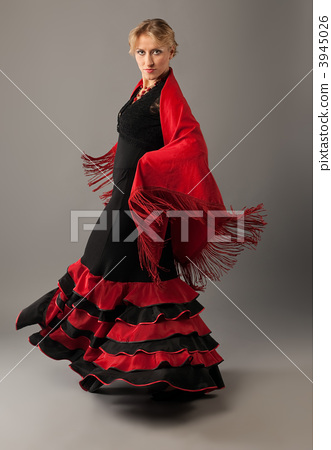 Beauty woman dance flamenco in black and red 3945026