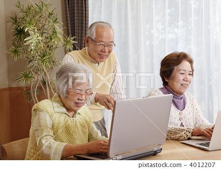 컴퓨터를 가르치는 선임 4012207