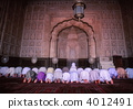 A believer who prays in the Bird Shahi Mosque 4012491