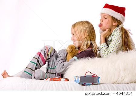 Christmas fight sadness 4044314
