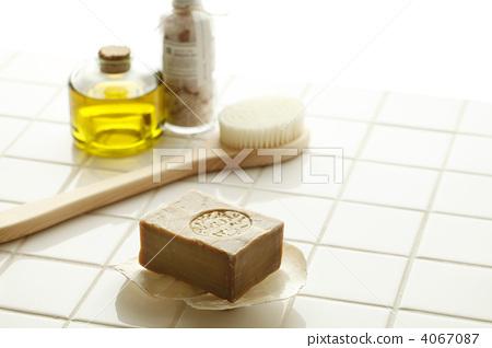 bath articles, soap, brushes 4067087