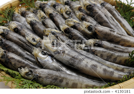 things dried whole, saltwater fish, fish and shellfish 4130181