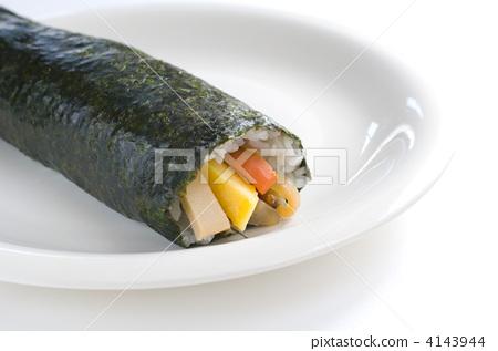 Sushi rolls 4143944