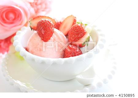 Handmade strawberry gelato 4150895