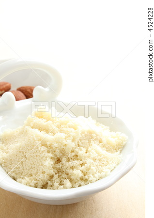 Almond poodle of confectionery material 4524228