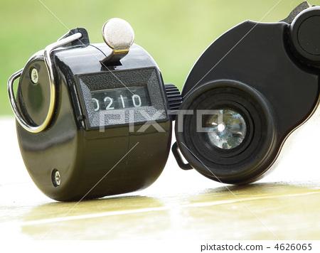 Counter and binoculars 4626065
