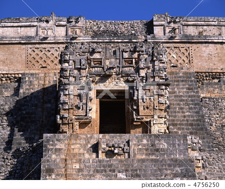 The pyramid of the Uzmar ruins wizard 4756250