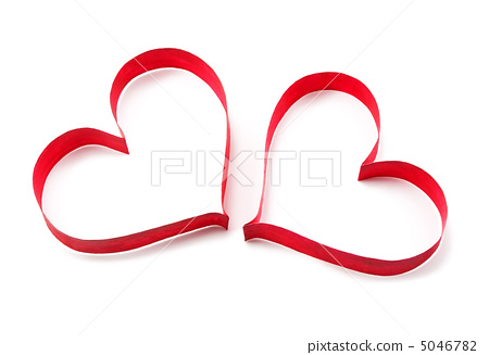 Paper red hearts on white background 5046782