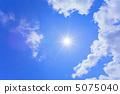 太陽和藍天和雲彩 5075040