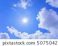 太陽和藍天和雲彩 5075042