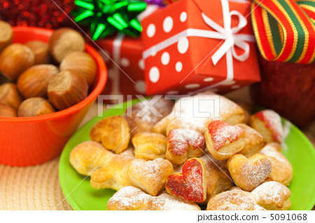 Dish, cookies, nuts, apple, bows, boxes, gifts, Christmas balls 5091068