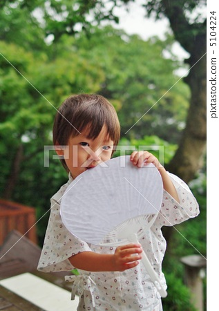 A white fan and a child in Shinpei 5104224