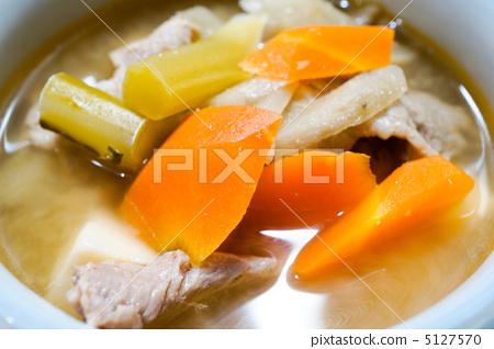 Miso soup with pork and vegetables 5127570